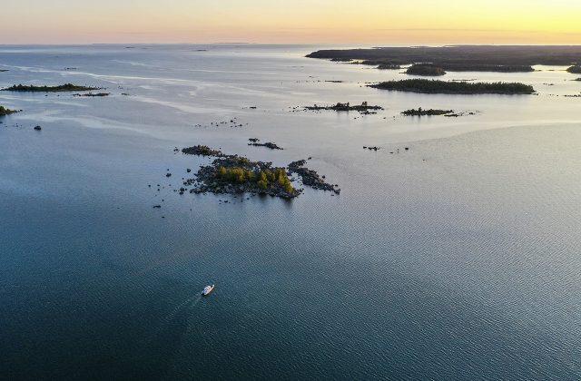 , Бронирование яхт: Axopar 28 Cabin BRABUS Line